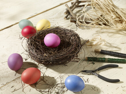 Eastern, Easter nest with coloured eggs, craft materials - SRSF000566