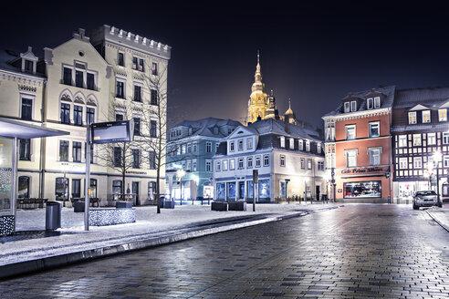Germany, Bavaria, Coburg, city centre, empty road in winter - VT000395