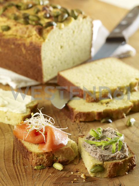 Avocado bread with smoked salmon and sproots and with liver sausage and rocket - SRS000565
