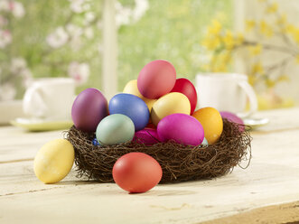 Eastern, Easter nest with coloured eggs - SRSF000563