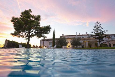Spain, Mallorca, Hotel Es Convent, pool side, sunset - MEM000719