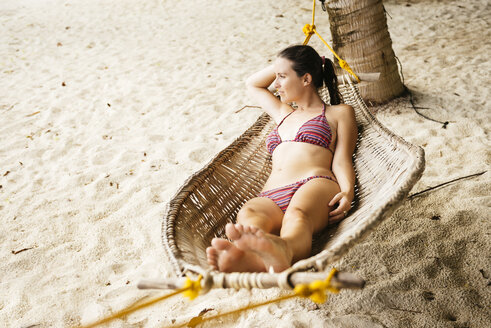Philippines, Palawan, woman relaxing in a hammock near El Nido - GEMF000051