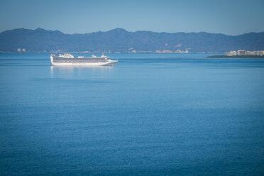 Mexico, Puerto Vallarta, cruise ship approaching the port - ABAF001634