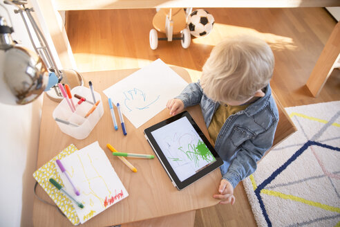 Little boy drawing with digital tablet - MFF001511