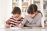 Brother and sister drawing together - LVF002883
