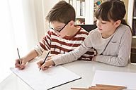 Brother and sister drawing together - LVF002897