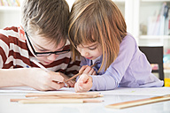 Brother and sister drawing together - LVF002890