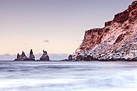 Iceland, Sudurland, Myrdalur, Vik i Myrdal, rocky coastline - FPF000044