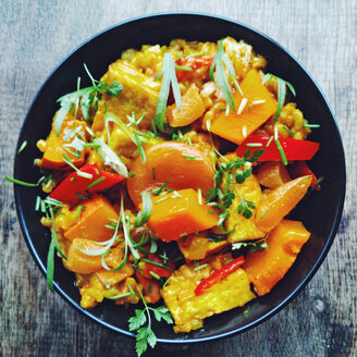 Pumpkin risotto with tofu, apricots, bell pepper and herbs - HAWF000650