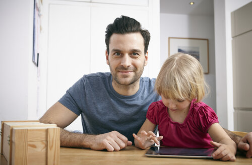 Father and little daughter using digital tablet - RHF000641