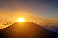 USA, Hawaii, Maui, Haleakala, sunset on mountain top - BRF001039