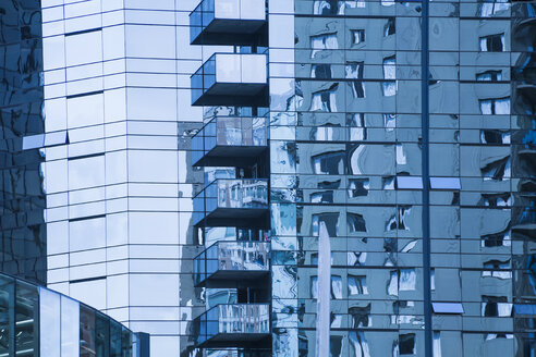 Canada, Vancouver, reflections on glass facade of high-rise building - DISF001394