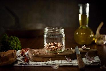 Preparing of Aglio Olio e peperoncini - DIKF000127