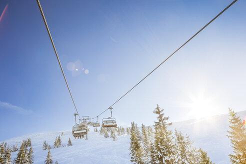 Austria, Salzburg State, Region Hochkoenig in winter, Ski Amade, ski lift - DISF001418