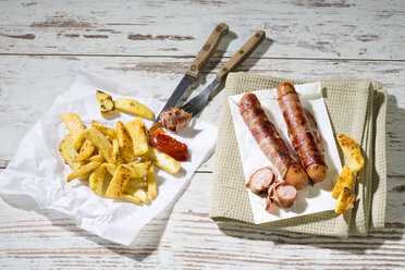 Bernese sausages with French Fries - MAEF009846