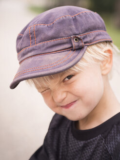 Blond boy pulling funny faces - GSF000994