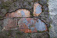 Wall with crumbling plaster - WIF001526