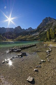 Austria, Tyrol, Ehrwald, Seebensee with Sonnenspitze - UMF000757