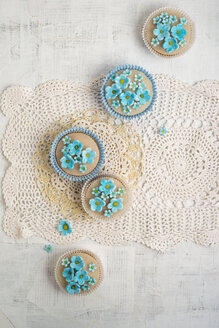 Cupcakes with blue forget-me-not blossoms - MYF000900