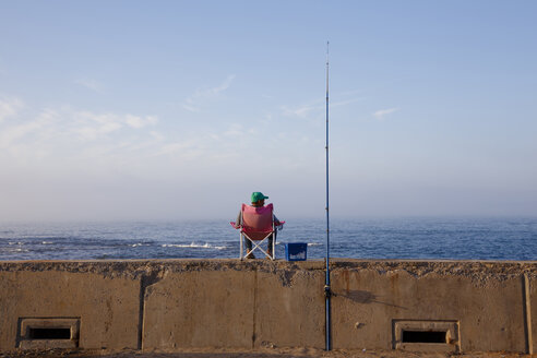 Morocco, Casablanca, fisherman at the coast - STD000119