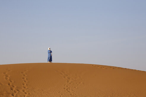Morocco, Sahara, man standing on dune - STD000140