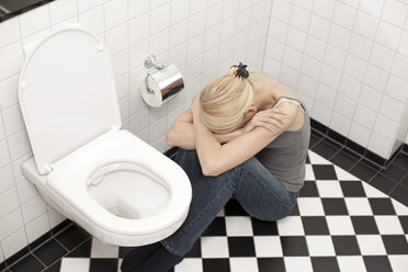 Despaired anorexic young woman at the toilet - DRF001535