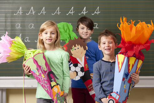 Happy pupils with school cones at blackboard - MFRF000074