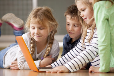 Pupils using laptop in classroom - MFRF000120