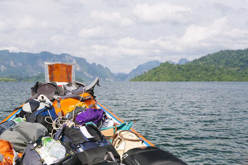 Thailand, Khao Sok National Park, backpacks in longtail boat - STDF000157