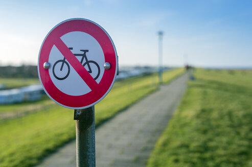 Germany, Neuharlingersiel, no bicycles sign on dike - FRF000215