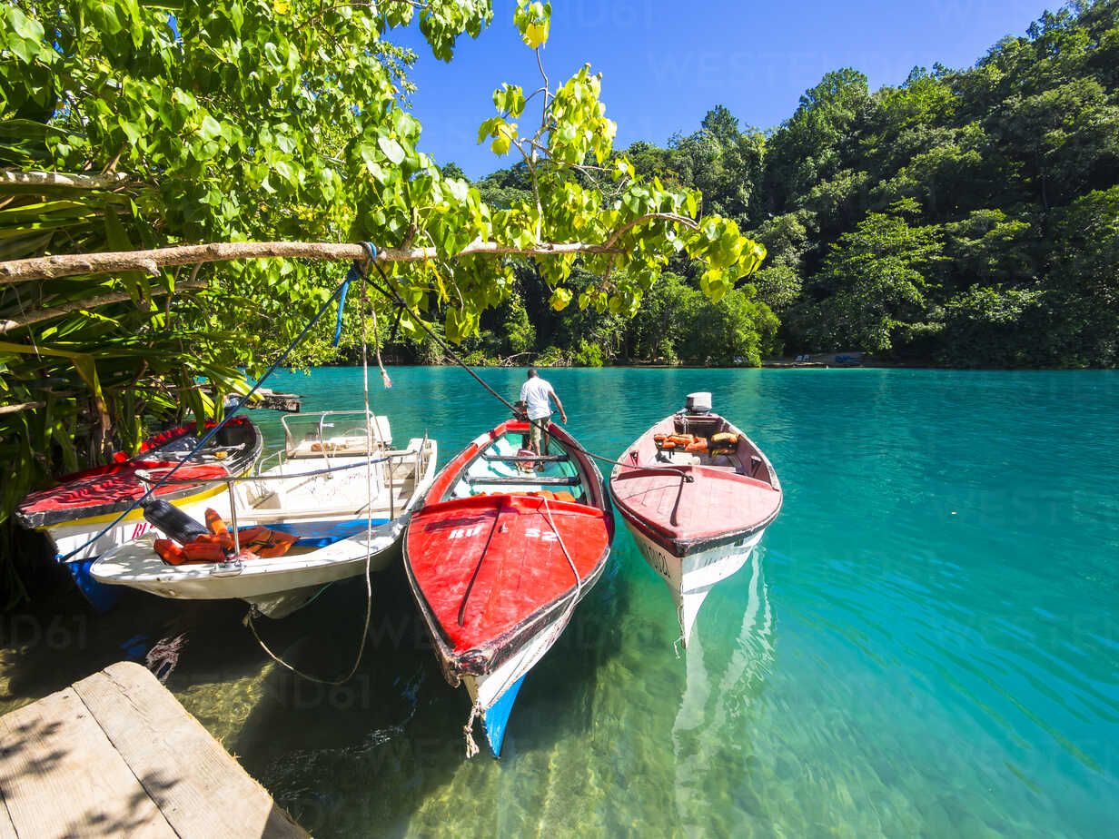 Jamaica, Port Antonio, boats in the blue lagoon - AMF003875 - Martin Moxter/Westend61