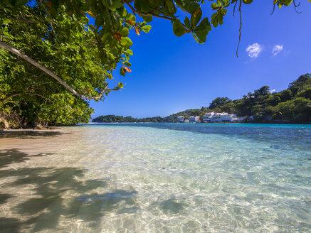 Jamaica, Port Antonio, blue lagoon with luxury villas in background - AMF003874
