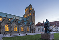 Germany, Hildesheim, cathedral with Bernward Monument at dusk - PVC000279