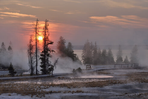 USA, Wyoming, Yellowstone National Park, sunrise at West Thumb Geyser Basin in autumn - RUEF001534