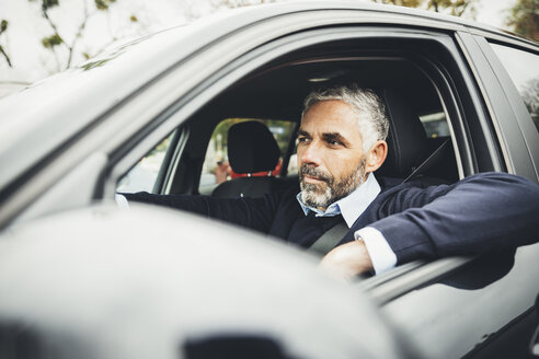 Man driving car - MBEF001323