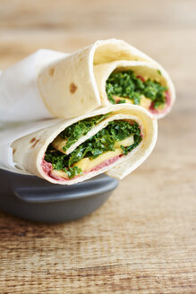 Beet hummus wraps with mango and kale - HAWF000730