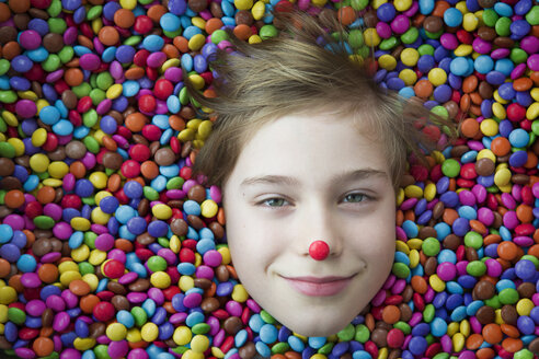 Boy bathing in chocolate buttons - JTLF000066