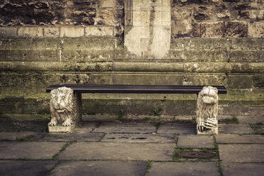 Germany, Brunswick, bench in front of Brunswick Cathedral - EVGF001339