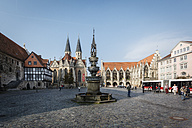 Germany, Brunswick, view to Old town market with St. Mary's fountain, Church St Martini and city hall - EVGF001345