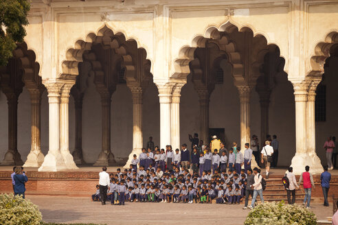 India, Uttar Pradesh, Agra, Red Fort, Group picture of a school class - PC000087