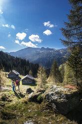Austria, Altenmarkt-Zauchensee, young couple looking at view - HHF005160