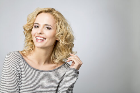 Portrait of smiling blond woman - MAEF009922