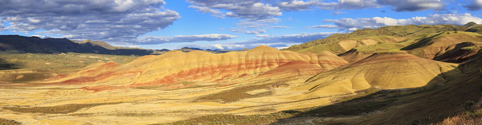 USA, Oregon, John Day Fossil Beds National Monument, Painted Hills - FOF007809