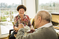 Senior couple drinking coffee at home - UUF003556