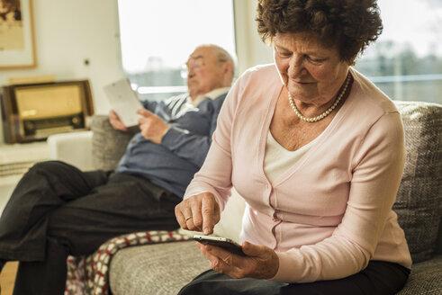 Senior woman using smartphone at home - UUF003608