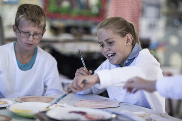 Kids in art class at school - ZEF005963