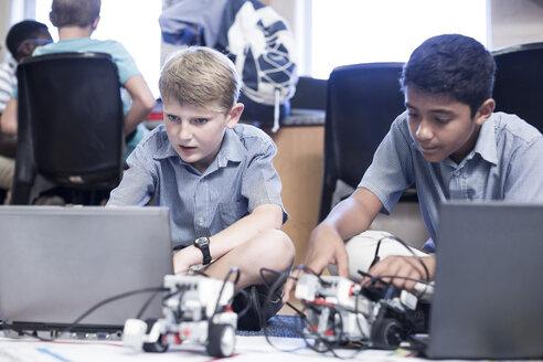 Schoolboys with laptop in robotics class - ZEF006109