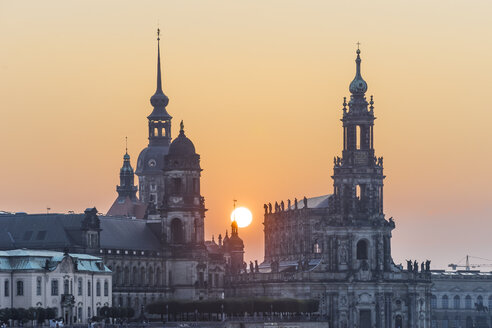 Germany, Dresden, Higher Regional Court, palace and court church by sunset - PVC000304