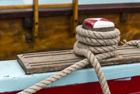 Germany, Eckernfoerde, rope on a sailing ship - KEBF000005
