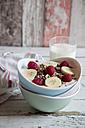 Yoghurt with muesli, raspberries and bananas - SARF001518